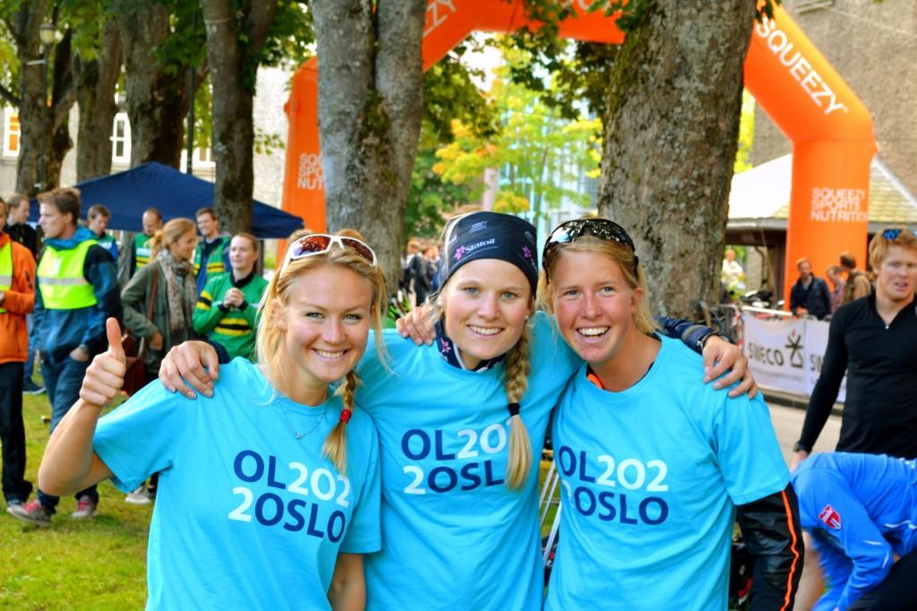 F.v. Tiril Staver, Mari Eide og Astrid Øyre Slind, som benyttet anledningen til å promotere Oslo sin OL-søknad for 2022. Foto: Simon Hill.